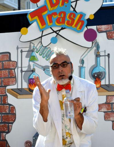 Dr-Trash-cientifico-loco-struc